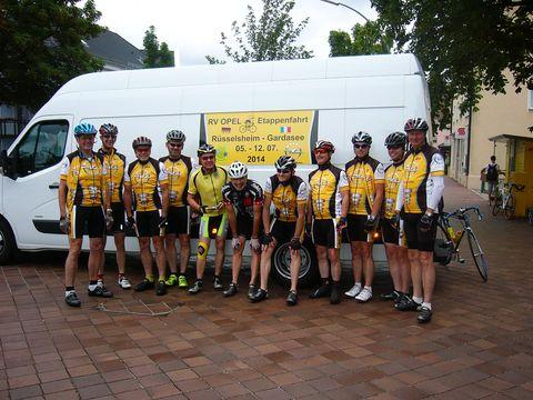 Die Etappenfahrer am Start in Donauwörth