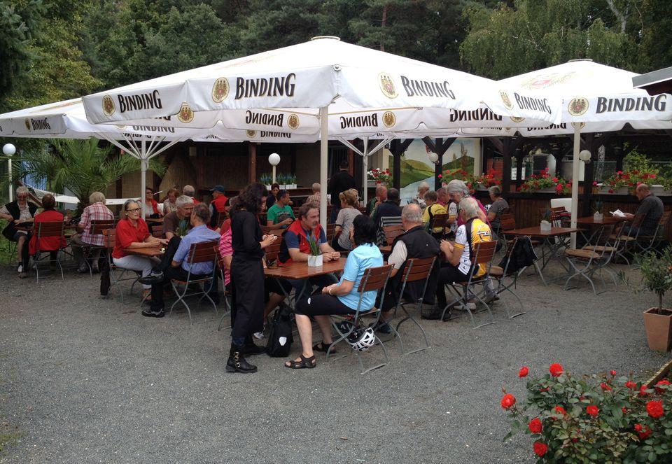 Mittagsrast im Anglerheim in Kelsterbach